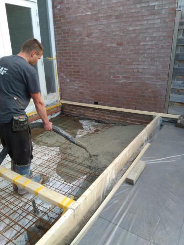 Keuken uitbouw beton storten III
